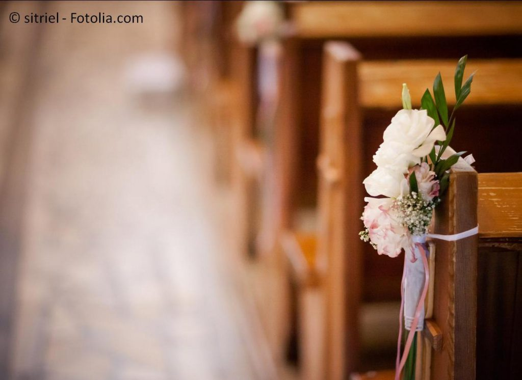 Hier finden Sie Informationen zur kirchlichen Trauung – #132524576   © sitriel - Fotolia.com