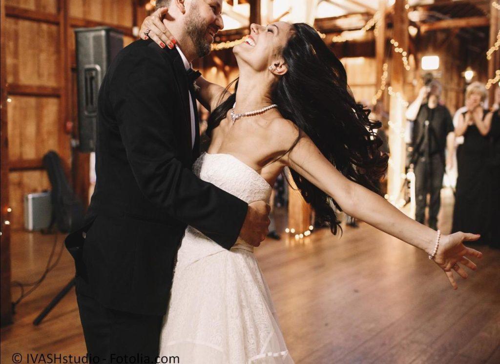 Tanzen perfekt erlernen und den Hochzeitstanz beherrschen - #118246050   © IVASHstudio - Fotolia.com